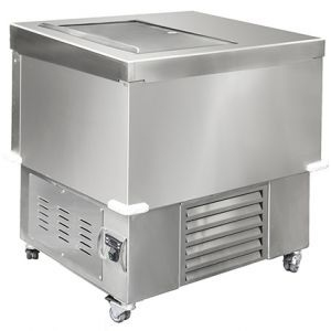 Chest freezer with self-closing sliding lid