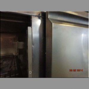 Стол холодильный, GN1/1, L1.36м, борт, 2 двери глухие, ножки, -2/+8С, нерж.сталь, дин.охл., агрегат справа (Уценённое)