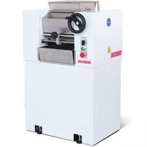 Измельчитель для орехов и сахара электрический напольный, цилиндры гранитные D150мм, колеса