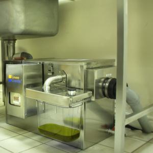 Жироуловитель автоматический,  0.75л/с, 12кг/ч, нерж.сталь, 1 колесо, левый